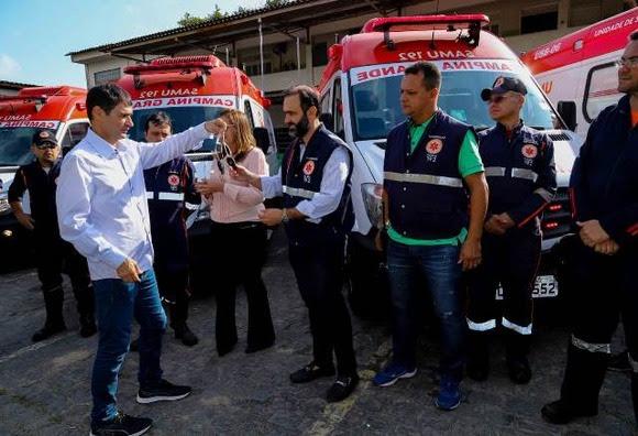 Resultado de imagem para romero entrega ambulâncias samu em campina grande