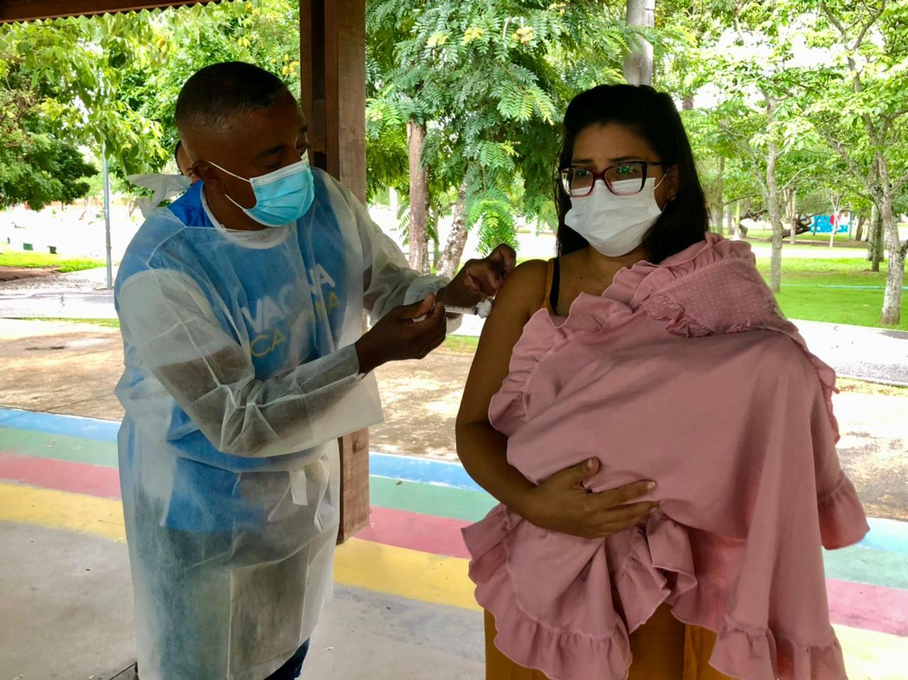 COVID-19: Secretaria de Saúde realiza vacinação de gestantes e puérperas com comorbidades na sexta